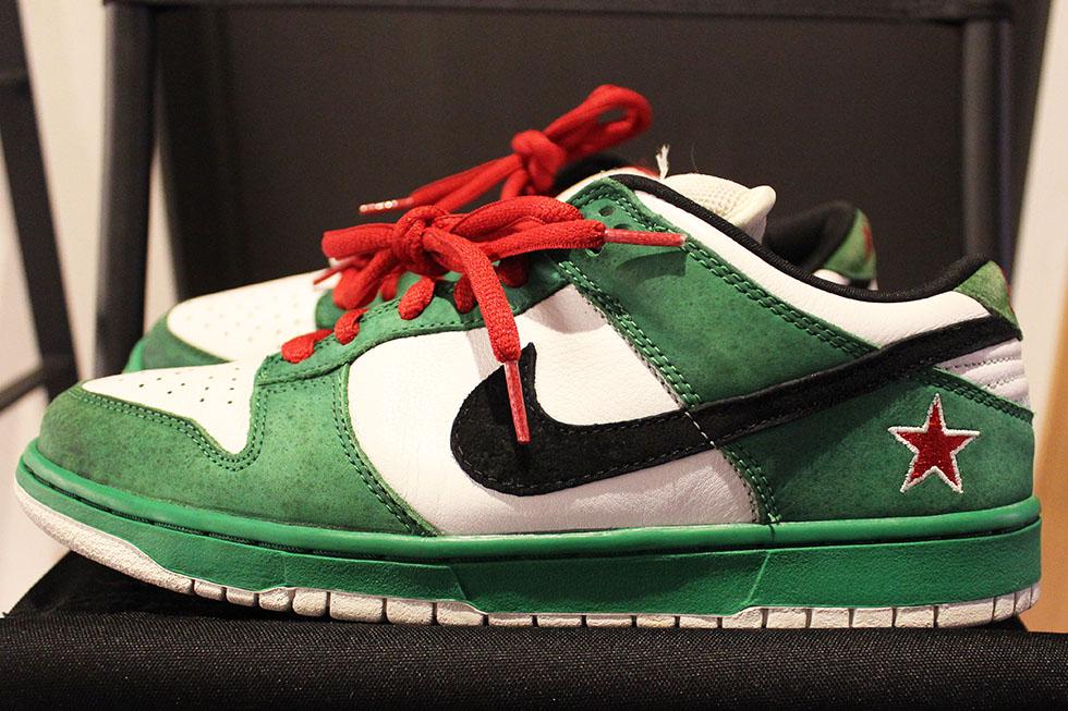 当時のNIKEが勝手にHEINEKENをイメージして緑白の配色に赤の星マークを刺繍で配置して作っちゃったモデルです。